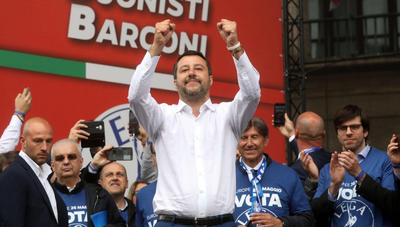 Wicepremier Włoch Matteo Salvini podczas wiecu europejskich sojuszników jego partii, Ligi, w Mediolanie (PAP/EPA/MATTEO BAZZI)