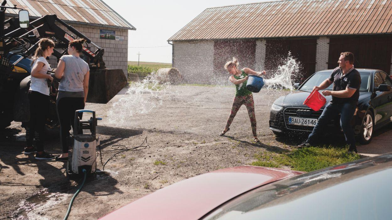 U Grzegorza nadal trwa sielanka i dobra zabawa! (fot. TVP)
