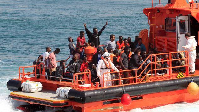 """Celem zamknięcia włoskich portów dla statków z migrantami jest """"chęć wstrząśnięcia sumieniami państw europejskich"""".  (fot. OLIVIER HOSLET/PAP/EPA)"""