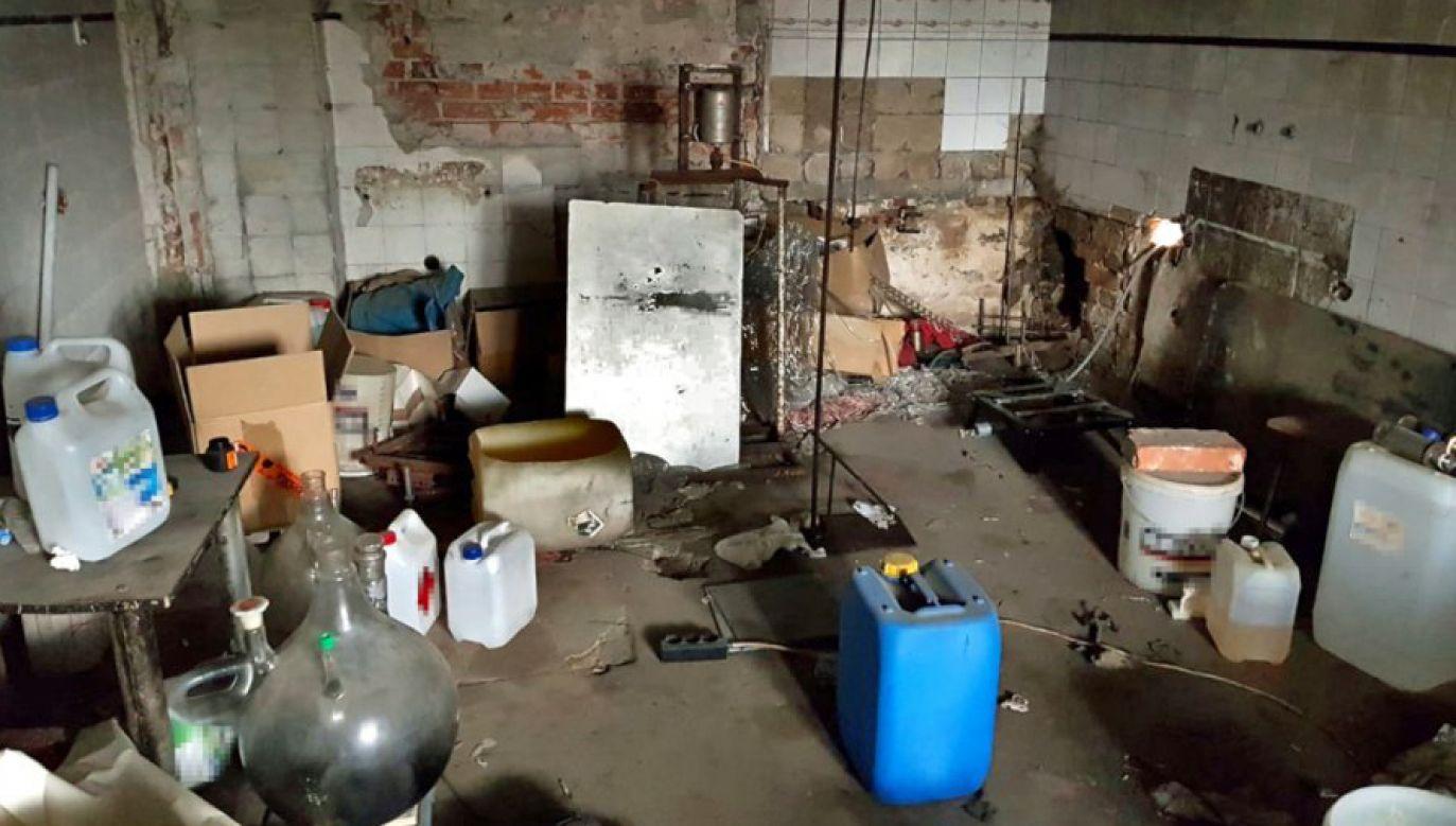 Funkcjonariusze zarekwirowali sprzęt i substancje mogące służyć do produkcji narkotyków (fot. CBŚP)