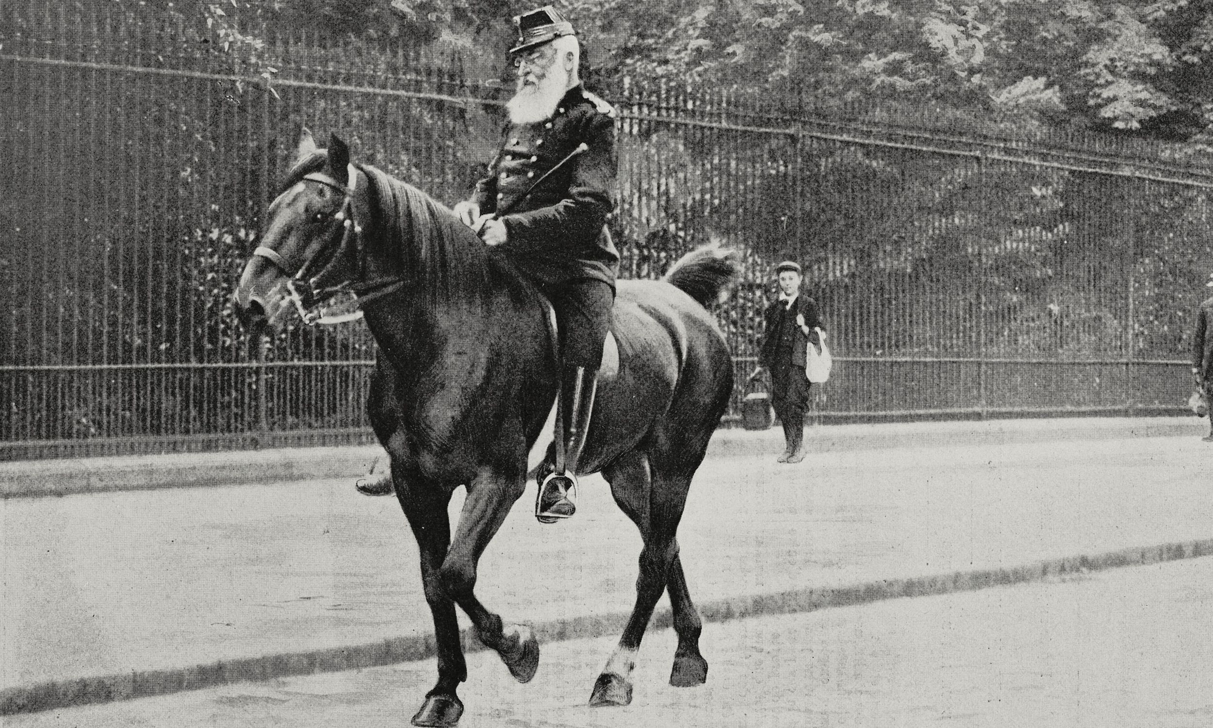 Król Leopold II na konnej przejażdżce w podbrukselskim Laeken Park w lipcu 1905 roku. Fot. Getty Images/De Agostini/Nadaud from L'Illustration, No 3256, July 22, 1905.