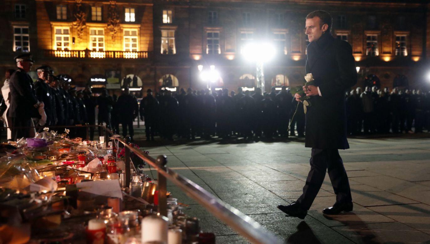 Prezydent Francji Emmanuel Macron złożył w piątek hołd ofiarom ataku w Strasburgu (fot. PAP/EPA/JEAN-FRANCOIS BADIAS / POOL)