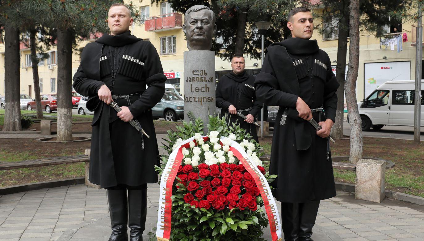 Popiersie prezydenta Lecha Kaczyńskiego w Tbilisi (fot. PAP/Paweł Supernak)