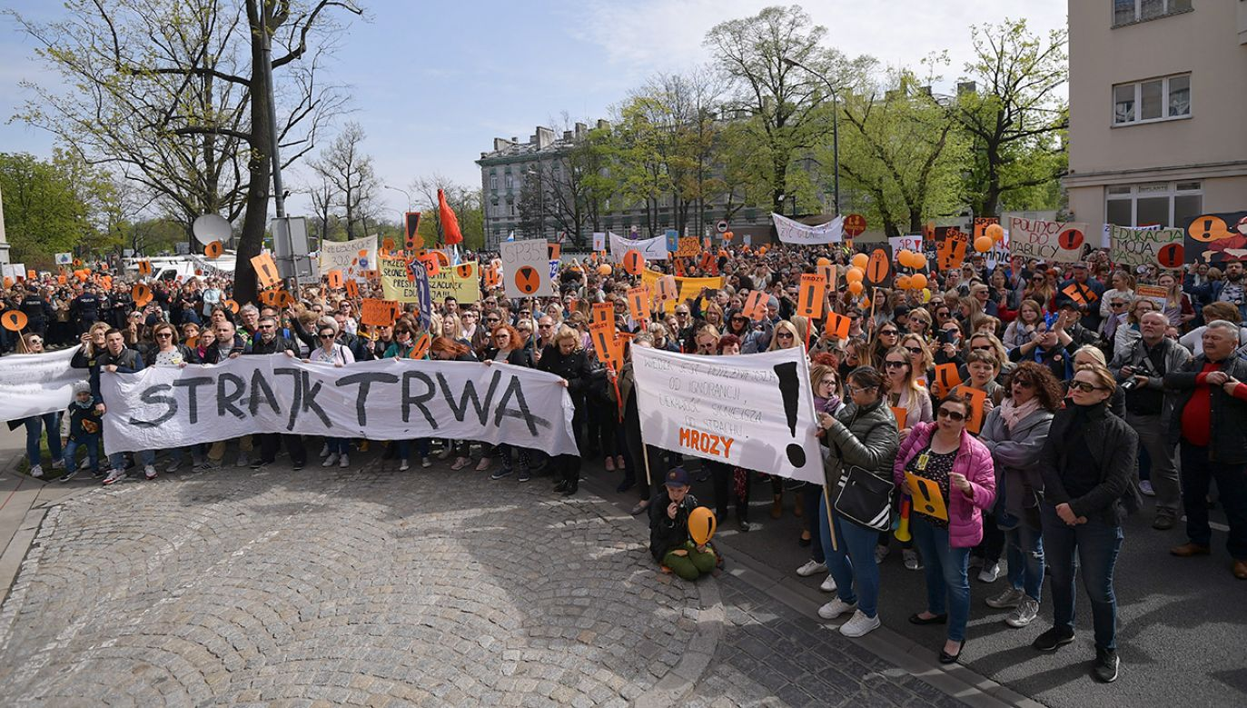 Od 8 kwietnia w części szkół trwa strajk nauczycieli (fot. PAP/Marcin Obara)