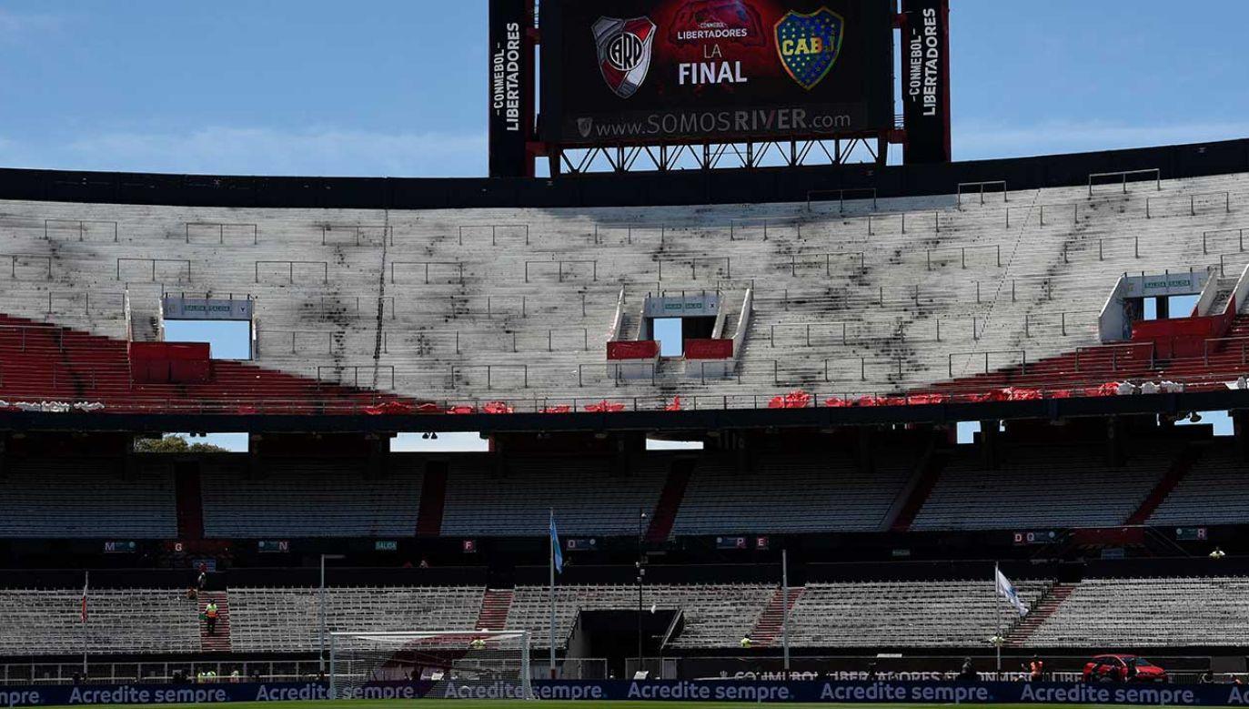 (Widok na stadion w Agentynie, gdzie miał się odbyć mecz finałowy  Copa CONMEBOL Libertadores pomiędzy River Plate i Boca Juniors, lecz został anulowany  (fot. Jam Media/Getty Images)