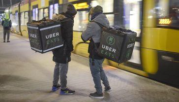"""""""Firma Uber zacznie płacić podatki w Polsce"""" (fot. Jaap Arriens/NurPhoto via Getty Images)"""