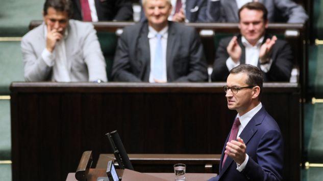 Premier Mateusz Morawiecki na sali sejmowej (fot. PAP/Leszek Szymański)