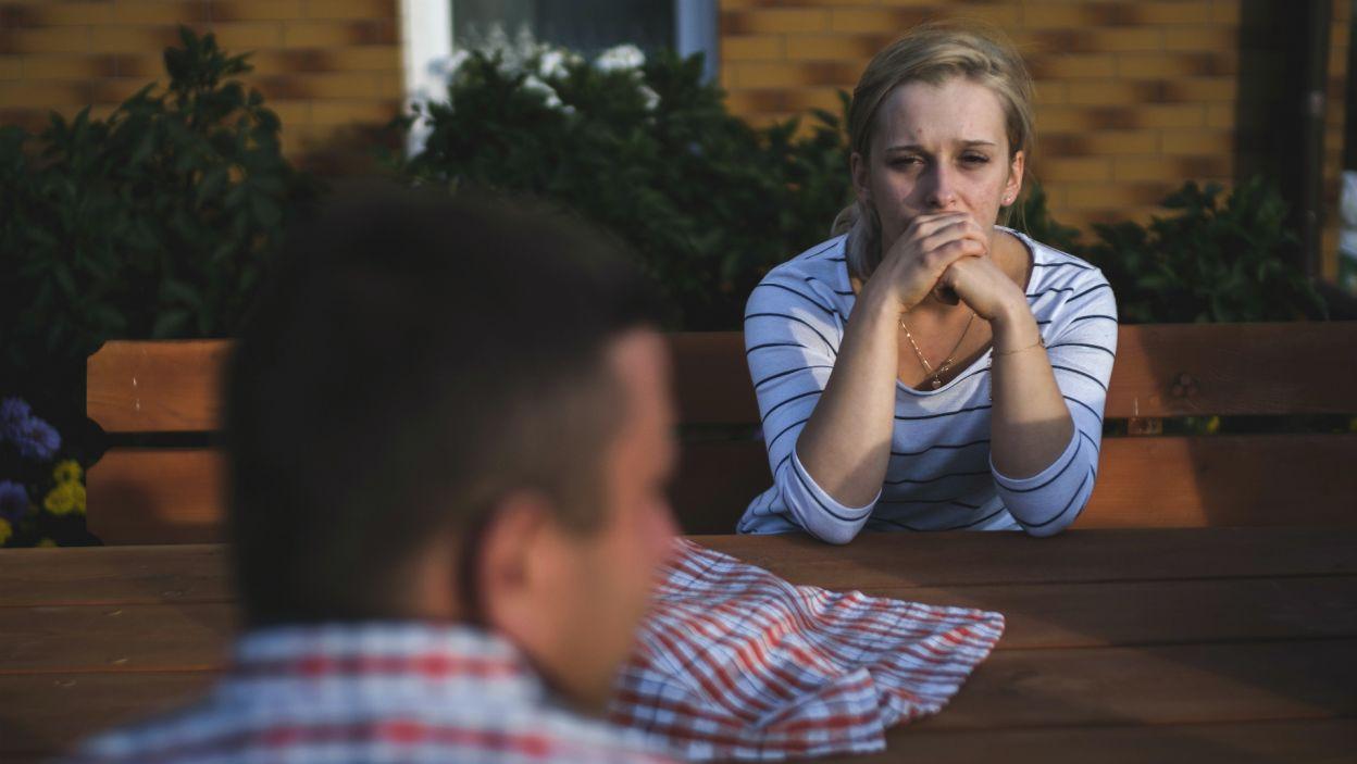 Po zaskakującej decyzji Kasi o odejściu z programu. Ewelina nie potrafi cieszyć się z wygranej. Dziewczyna czuje, że zdobyła serce Krzyśka walkowerem i nie jest pewna jego uczuć (fot. TVP)