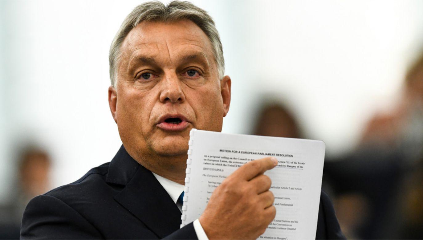 """Premier Viktor Orban uważa, że raport, na podstawie którego decyzję podjął PE to """"stek kłamstw"""" (fot. PAP/EPA/PATRICK SEEGER)"""