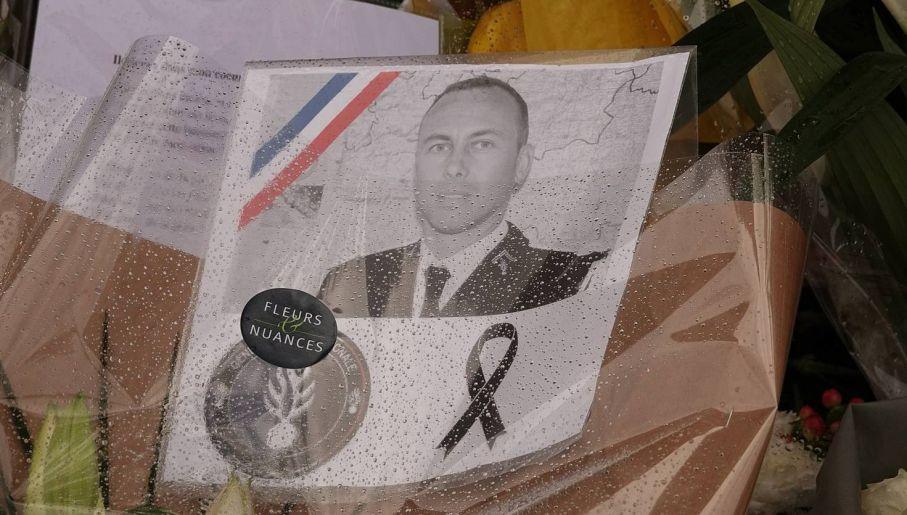 Francuski Policjant Bohater Wziął ślub Na łożu śmierci Tvpinfo