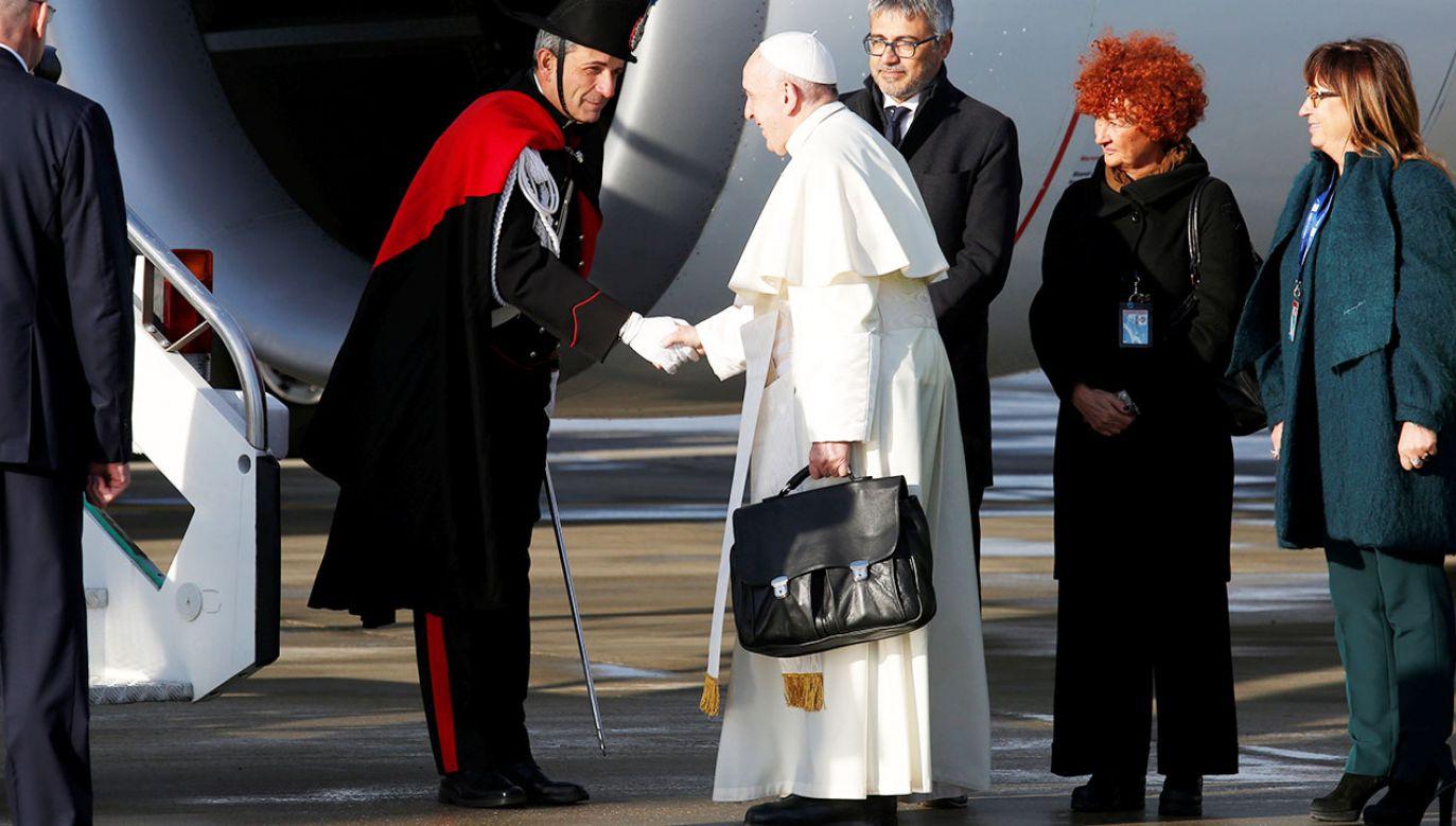 Franciszkowi towarzyszy na pokładzie 67 wysłanników światowych mediów (fot. REUTERS/Remo Casilli)