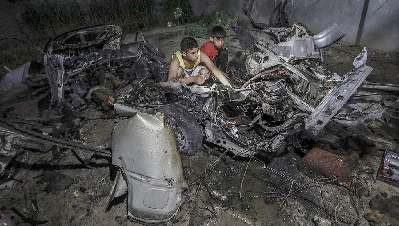 Izraelczycy twierdzą, że nalot był odpowiedzią na wystrzelenie rakiet przez palestyńskich bojowników (fot. PAP/EPA/MOHAMMED SABER)