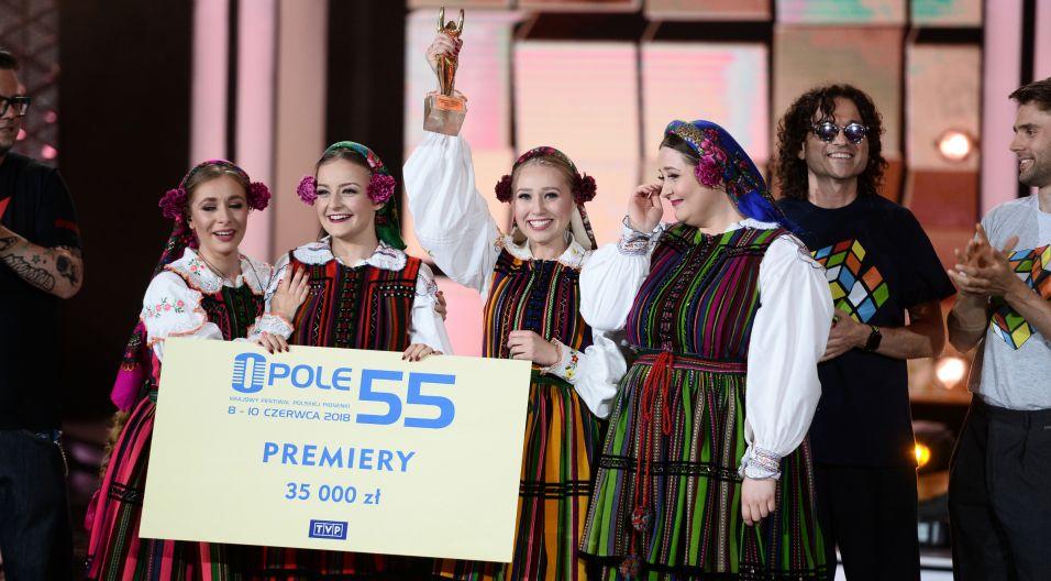 Niekwestionowanym zwycięzcą Opolskich Premier okazał się zespół Tulia! Do czterech wokalistek powędrowała zarówno nagroda jury jak i nagroda publiczności – Karolinka! (Fot. J. Bogacz/TVP)