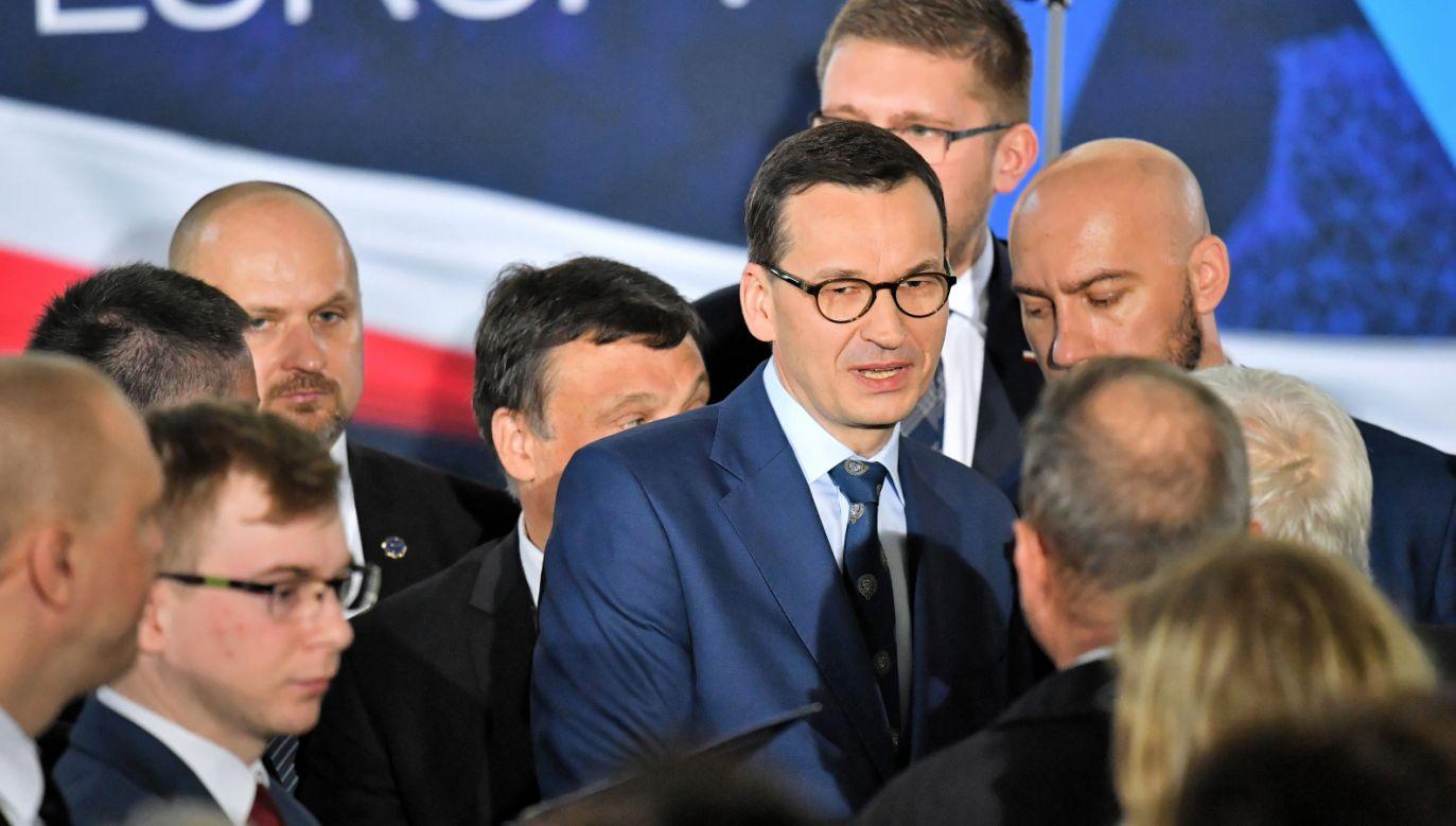 Premier Mateusz Morawiecki podczas spotkania z wyborcami w Strzelinie (fot. PAP/Jan Karwowski)