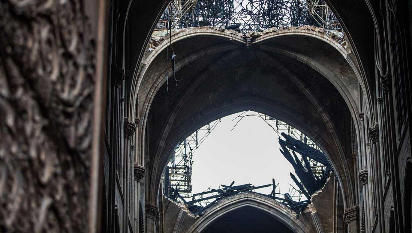Drewniana katedra służyłaby w czasie odbudowy oryginalnej świątyni (fot. CHRISTOPHE PETIT TESSON / POOL)