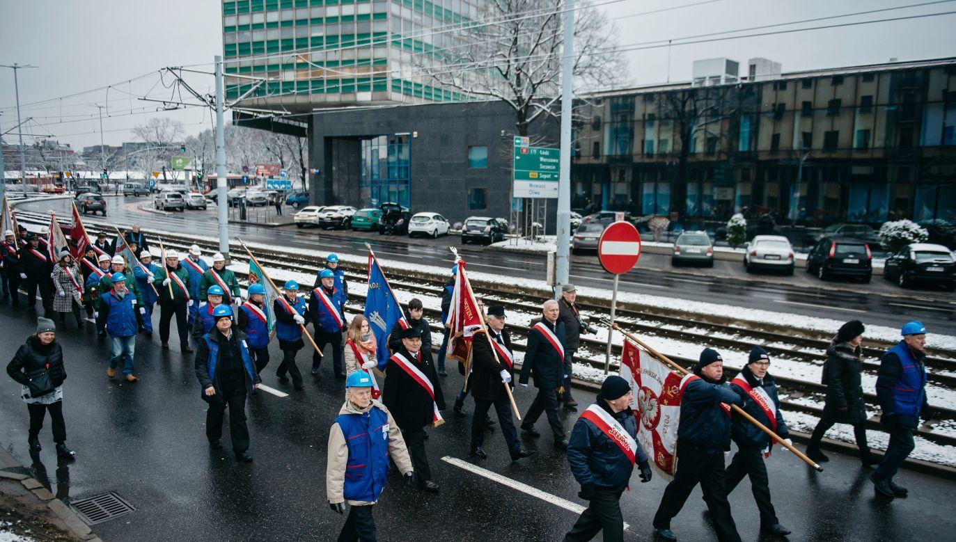 Uroczystości rozpoczęły się w niedzielę uroczystą mszą i marszem ku pamięci ofiar (fot.  PAP/Marcin Gadomski)