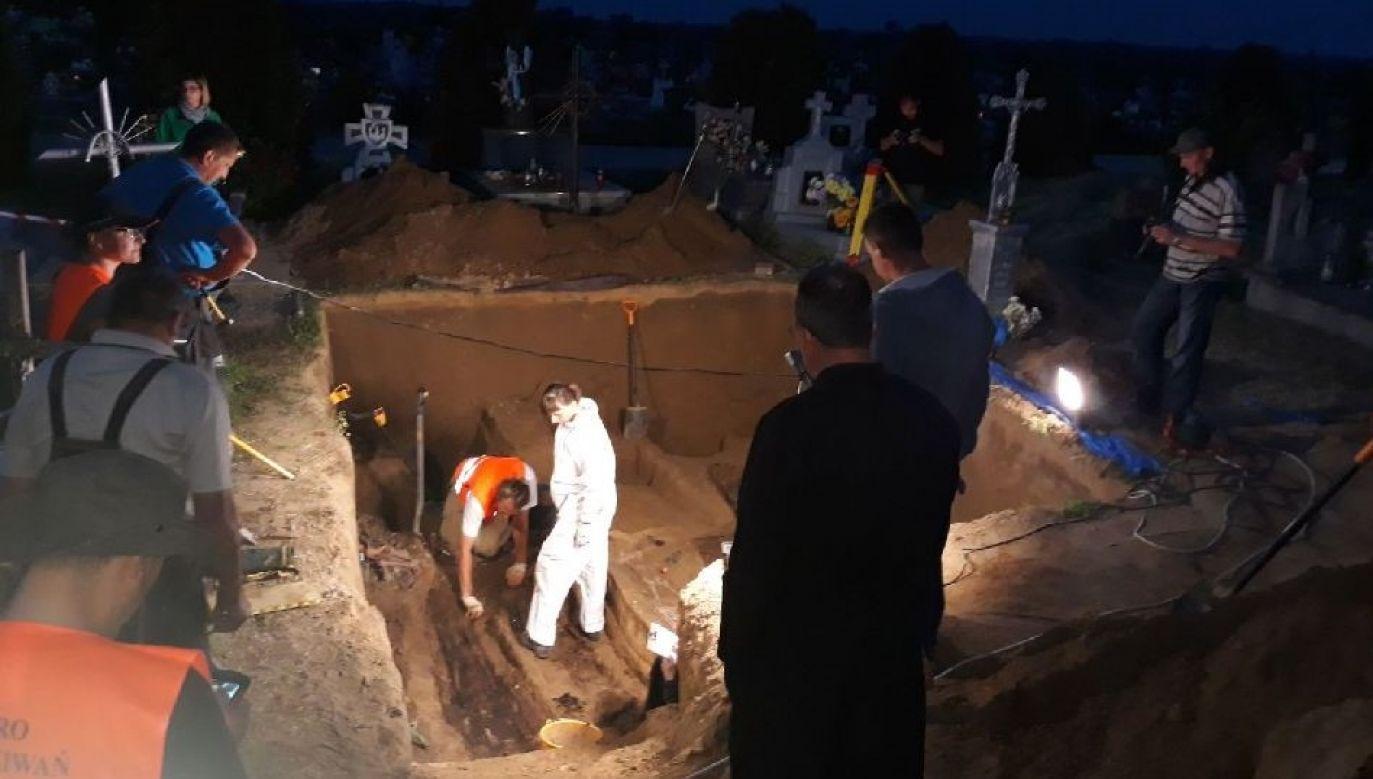 The excavation site on Saturday night. Photo: twitter.com/@poszukiwaniaipn