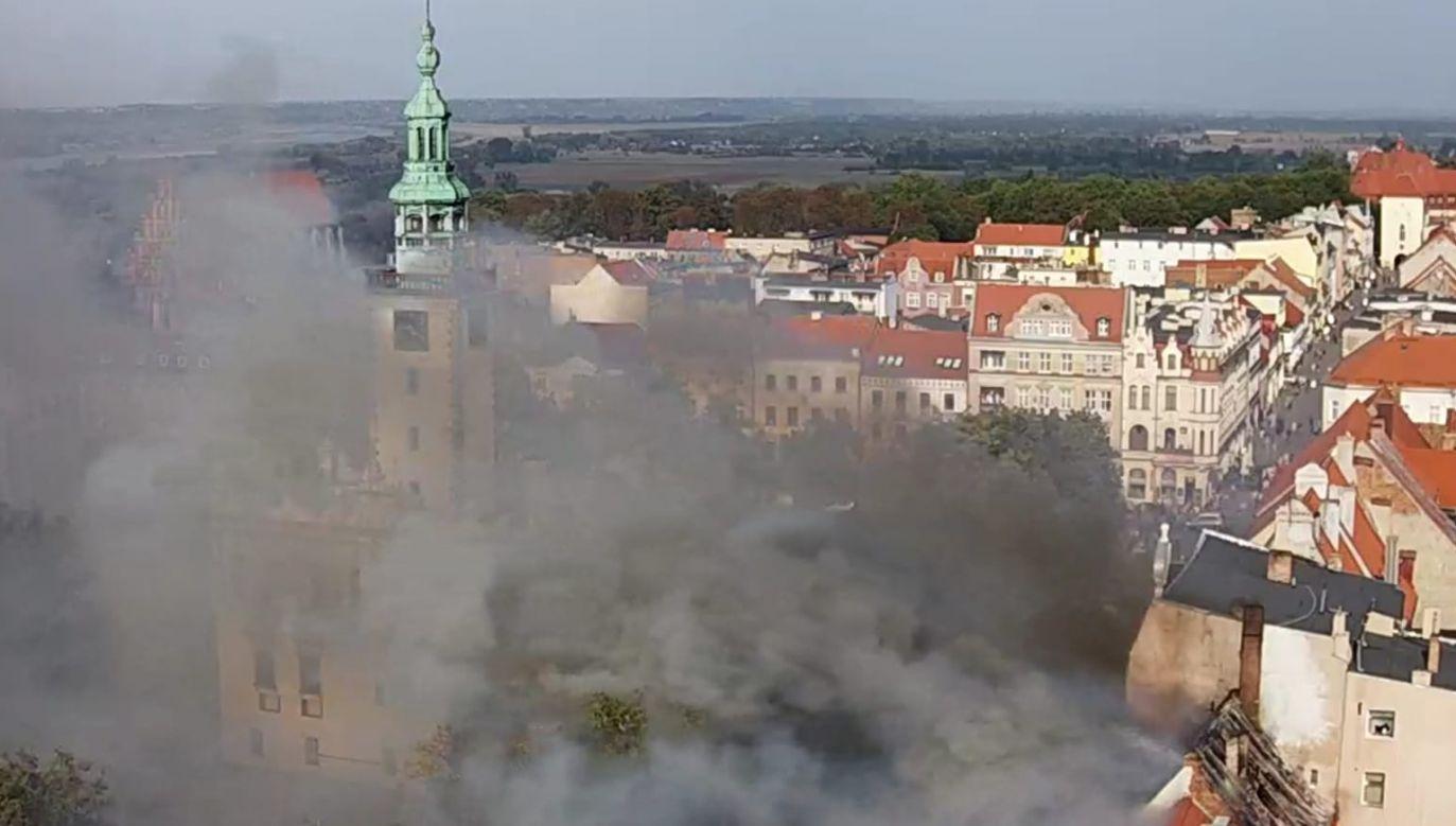 Kłęby dymu roznosiły się nad całą Starówką (fot.WebCamera.pl)