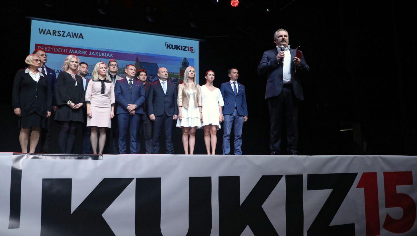 Kandydat Kukiz'15 na prezydenta stolicy Marek Jakubiak (P) podczas ogólnopolskiej konwencji w Warszawie. (fot. PAP/Tomasz Gzell)