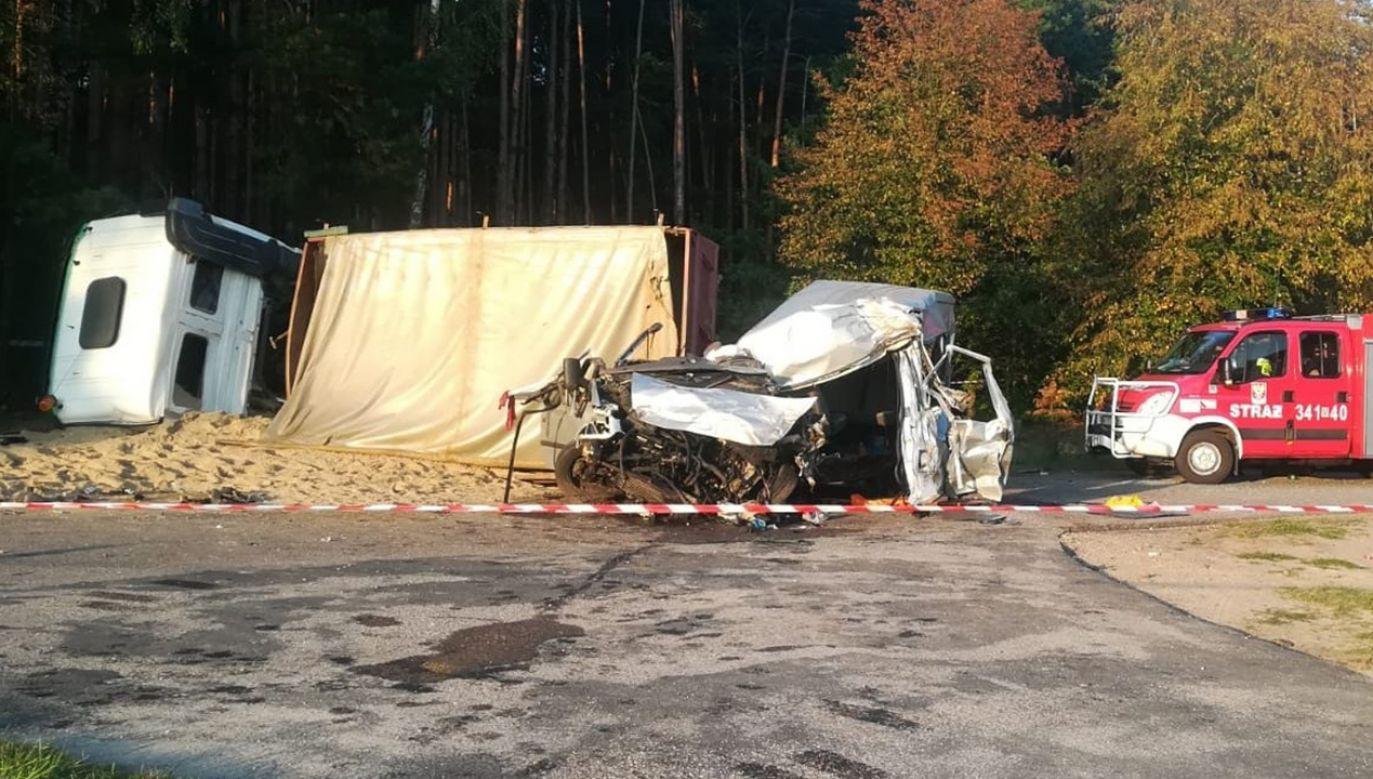 Do tragedii doszło w miejscowości Chudek pod Ostrołęką. Droga jest całkowicie zablokowana (fot. TT/Policja Mazowsze)