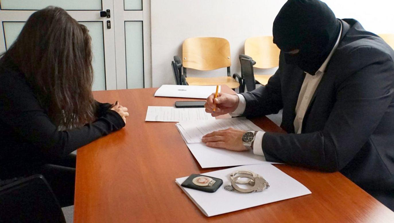 Według śledczych z CBA kobieta dała łapówkę za odstąpienie od decyzji urzędniczej (fot. CBA)
