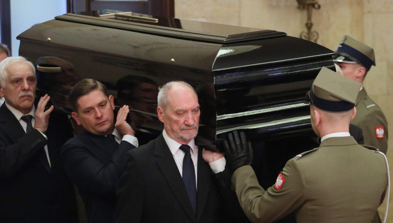 Uroczystości pogrzebowe Jana Olszewskiego mają charakter państwowy (fot. PAP/Paweł Supernak)