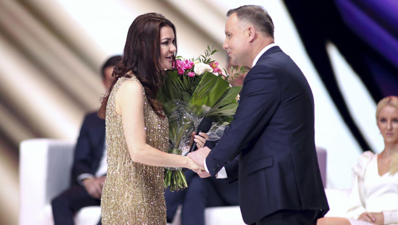 Prezydent RP Andrzej Duda (P) i Agnieszka Radwańska (L) podczas pożegnalnego benefisu (fot. PAP/Łukasz Gągulski)