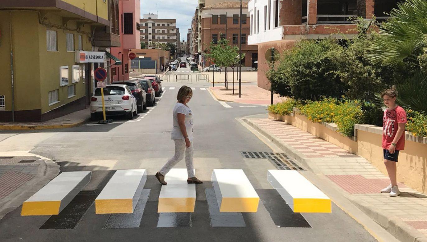 Zebrę w 3D namalowano na ulicy w miejscowości Almussafes w Walencji (fot. Materiały prasowe)