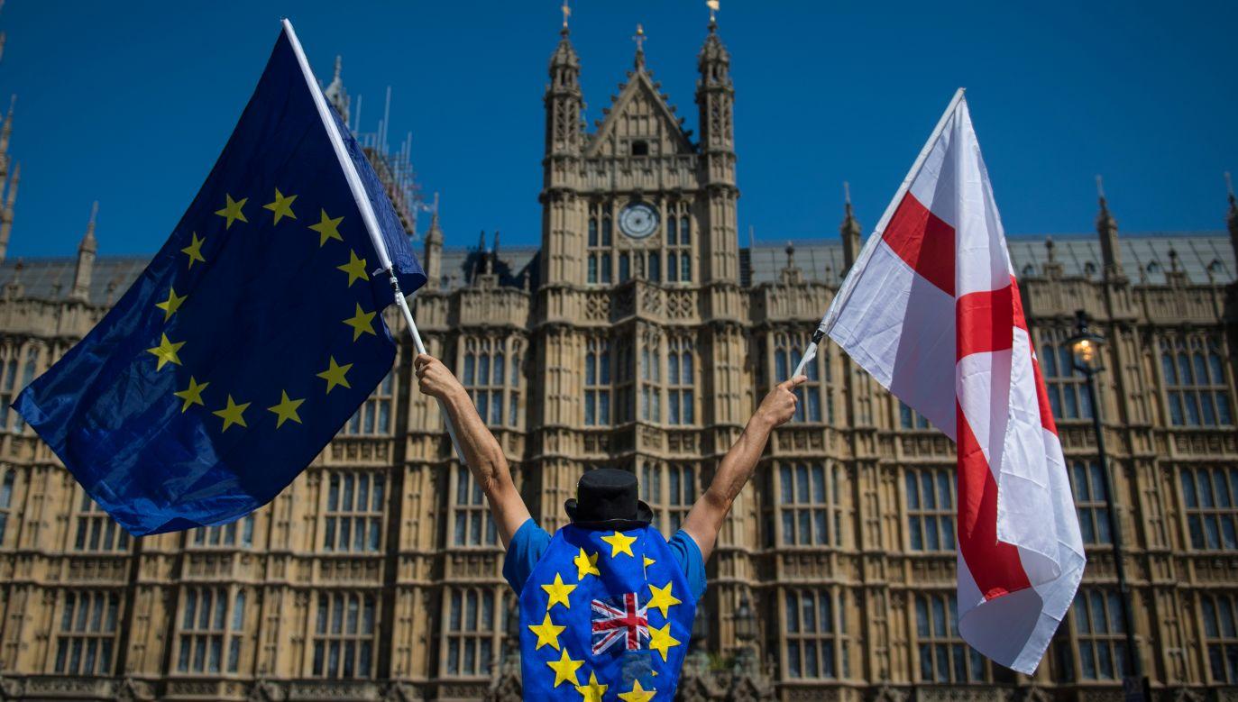 Przeciwnicy brexitu demonstrują w Londynie przed budynkiem parlamentu. Fot. Dominic Lipinski/PA Images via Getty Images