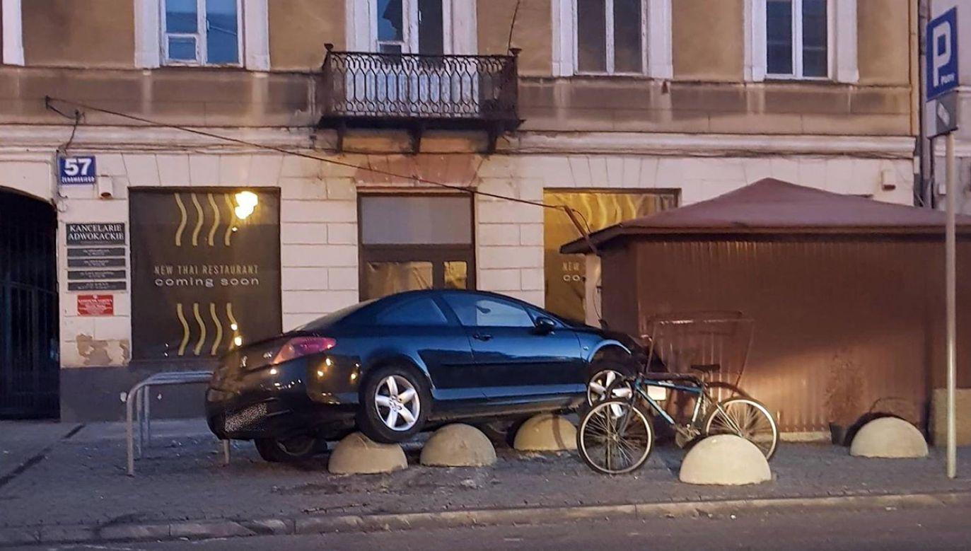 Kierowca uciekł z miejsca zdarzenia (fot. mazowiecka.policja.gov.pl)