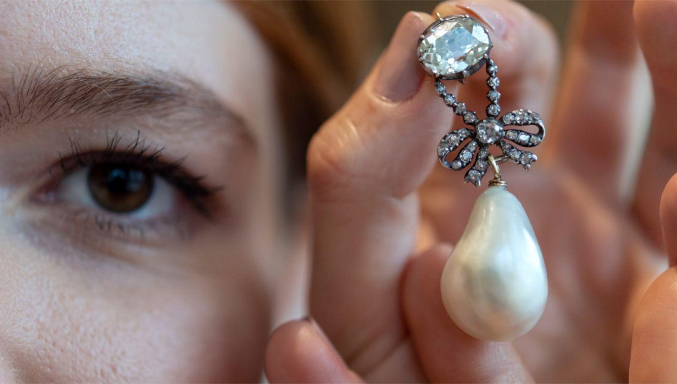 Biżuteria Marii Antoniny nie była pokazywana od 200 lat (fot. PAP/EPA/MARTIAL TREZZINI)