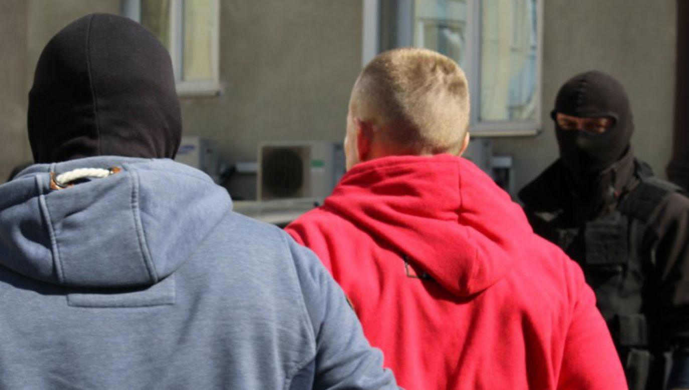 Policjanci z wydziału do walki z Terrorem Kryminalnym i Zabójstw w akcji (fot. policja.waw.pl)
