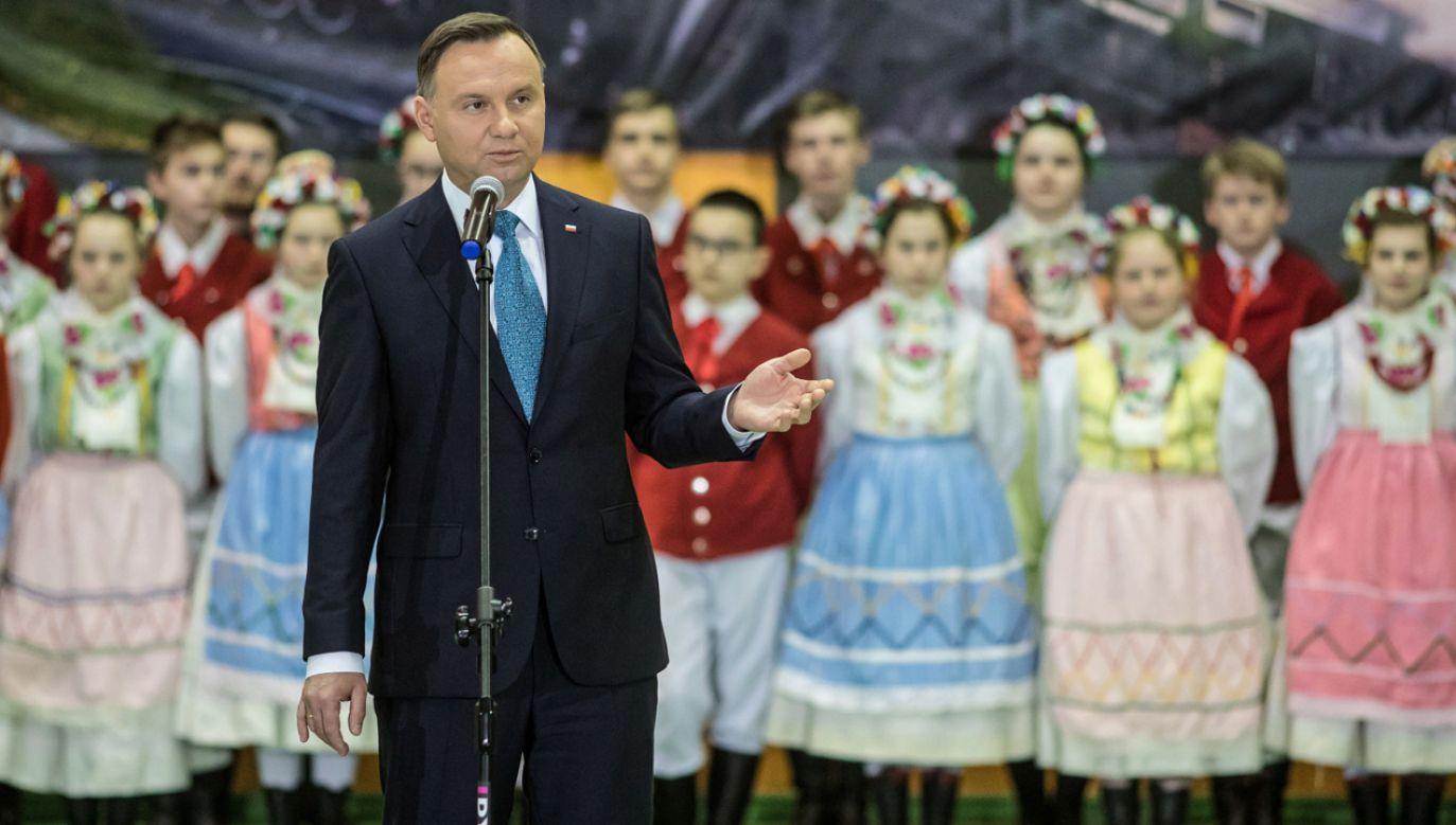 Prezydent Andrzej Duda przemawia podczas spotkania z mieszkańcami Wolsztyna (fot. PAP/Paweł Jaskółka)