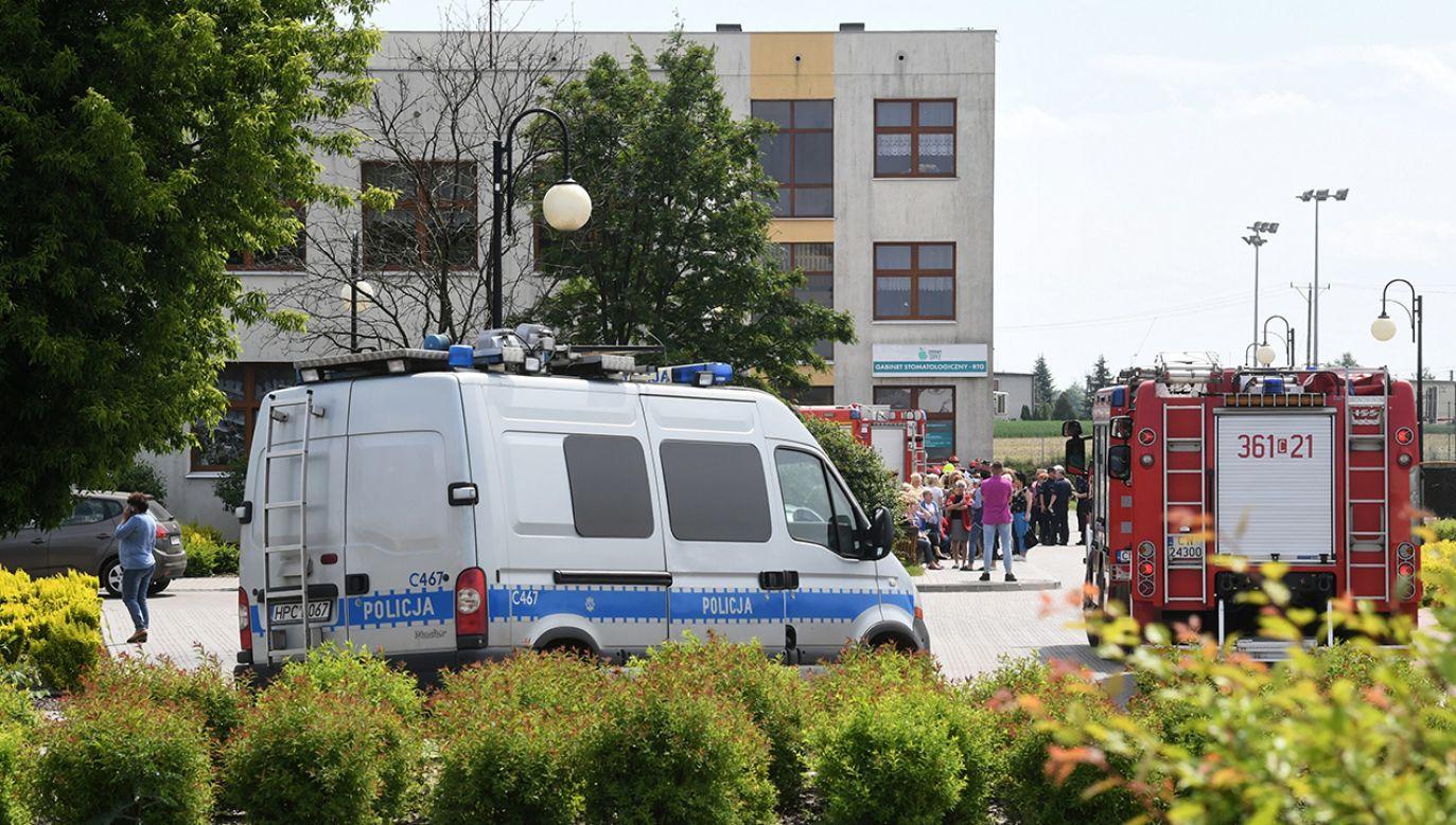 Szkoła w Brześciu Kujawskim (woj. kujawsko-pomorskie). Podejrzany został zatrzymany przez policję (fot. PAP/Tytus Żmijewski)