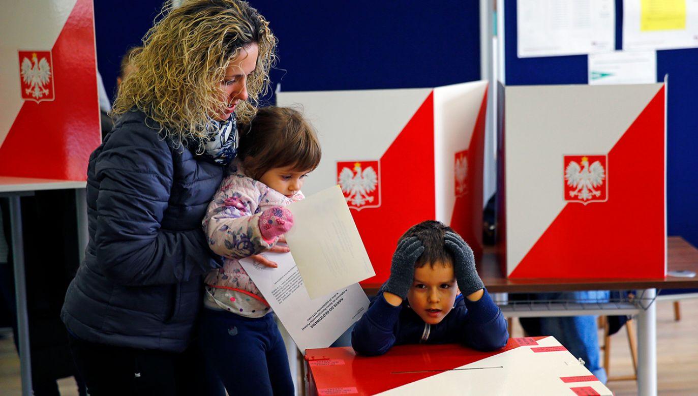 Posłowie zajęli się przygotowanymi przez PiS zmianami w Kodeksie wyborczym (fot. REUTERS/Pawel Kopczynski)