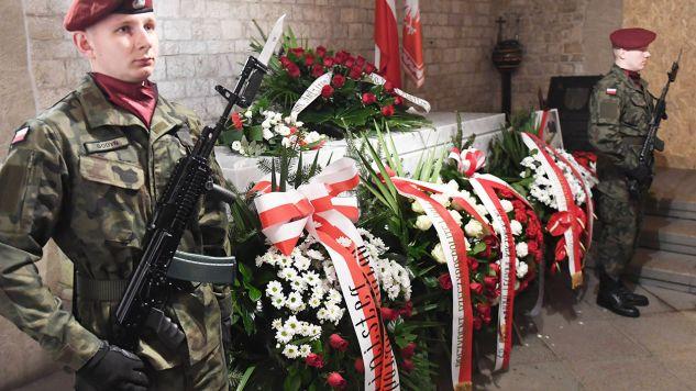 Pogrzeb pary prezydenckiej odbył się w Krakowie 18 kwietnia 2010 r. (fot. arch.PAP/Jacek Bednarczyk)