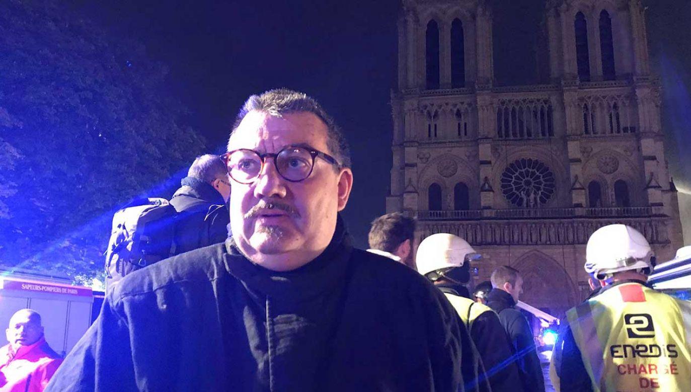 Kapelan paryskiej straży pożarnej Jean-Marc Fournier (fot. TT/Etienne Loraillère)