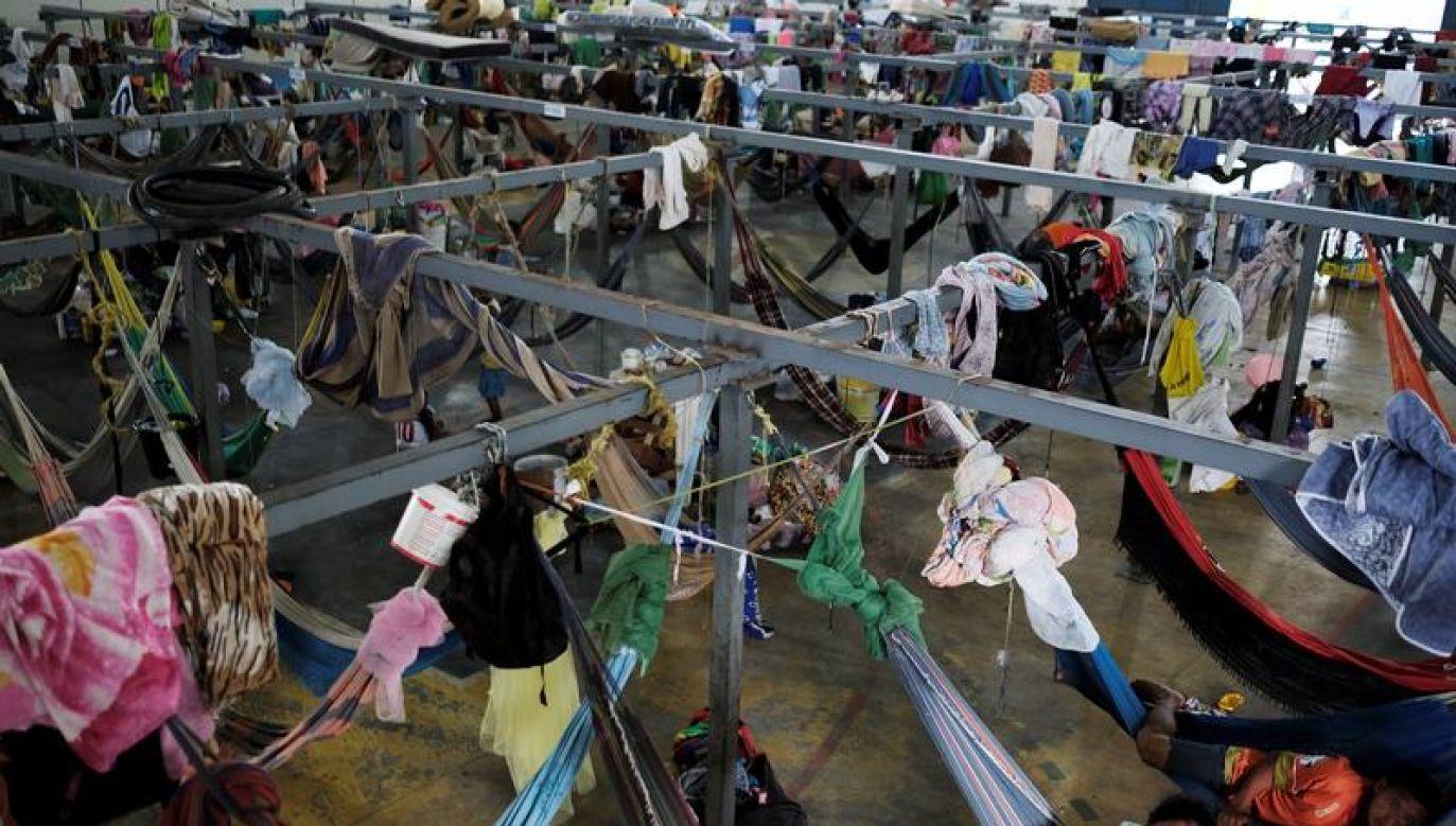 Napastnicy podpalali i niszczyli namioty uchodźców (fot. Reuters/Nacho Doce)