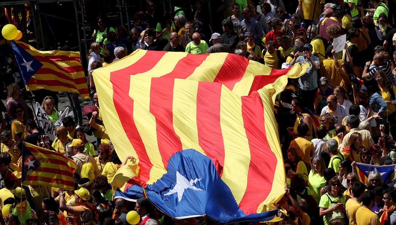 Według MSW w Madrycie bezpieczeństwa obrad rządu Sancheza oraz spokoju w stolicy Katalonii ma pilnować około 9000 policjantów z różnych formacji (fot. REUTERS/Albert Gea)