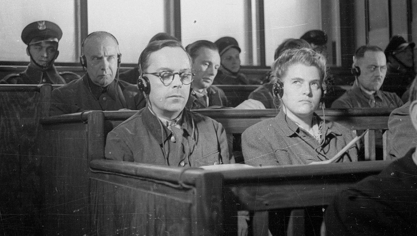 Pierwszy dzień rozprawy przeciwko 40 niemieckim zbrodniarzom z SS, członkom załogi obozu zagłady w Auschwitz-Birkenau. Na ławie oskarżonych w pierwszym rzędzie oskarżony Artur Liebehenschel (1L), komendant obozu od listopada 1943 do maja 1944 (fot. arch.Pap/Caf - Archiwum)