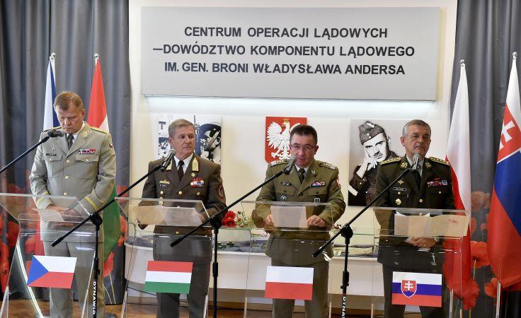 Podczas konferencji prasowej po spotkaniu szefów sztabów państw Grupy Wyszehradzkiej (V4) w Krakowie, fot. PAP/Jacek Bednarczyk