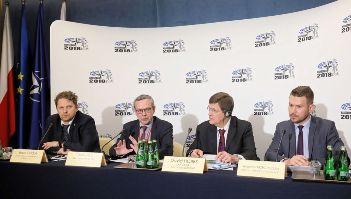 Briefing inaugurujący sesję Zgromadzenia Parlamentarnego NATO w Sejmie (fot. PAP/Paweł Supernak)