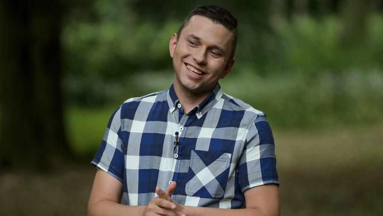 Krzysztof chciał dowiedzieć się o swoich kandydatkach czegoś więcej. Jego gra polegała na pytaniach i wyzwaniach... (fot. TVP)