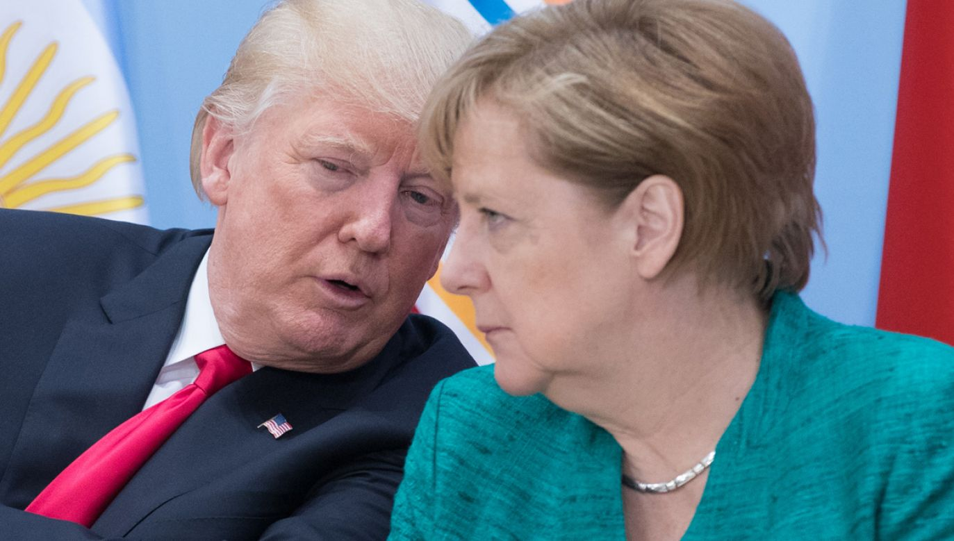 """Prezydent Trump zapewnił, że bardzo lubi kanclerz Merkel, ale otwarcie mówił jej, że """"Nord Stream 2 to straszliwa rzecz"""" (fot. Matt Cardy/Getty Images)"""