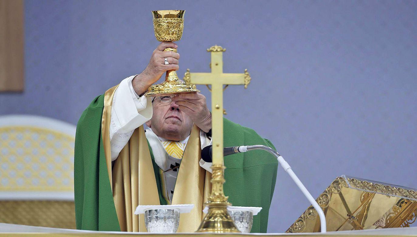 Papież Franciszek podczas mszy w Kownie (fot. PAP/EPA/VATICAN MEDIA HANDOUT)