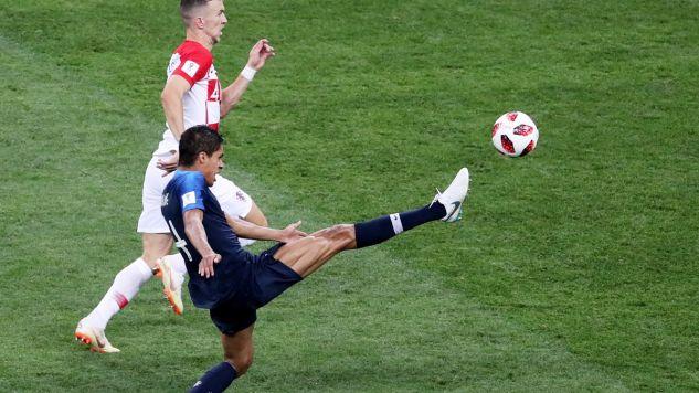 Mundialowa piłka trafi do drużyny nastolatków, którzy utknęli w jaskini (fot. PAP/EPA/ABEDIN TAHERKENAREH)