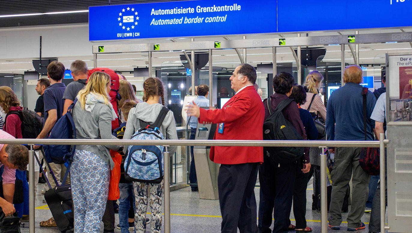 Chętnym do emigracji zależy przede wszystkim na spokojniejszym życiu (fot. Shutterstock/Thanakrit Sathavornmanee)