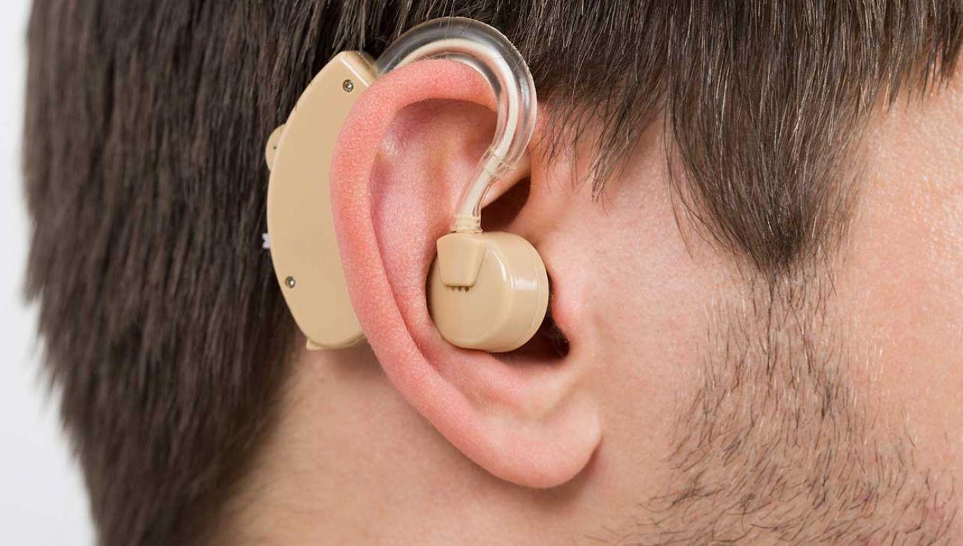Policja ostrzega przed oszustami udającymi osoby nie słyszące (fot. Shutterstock/Andrey_Popov)