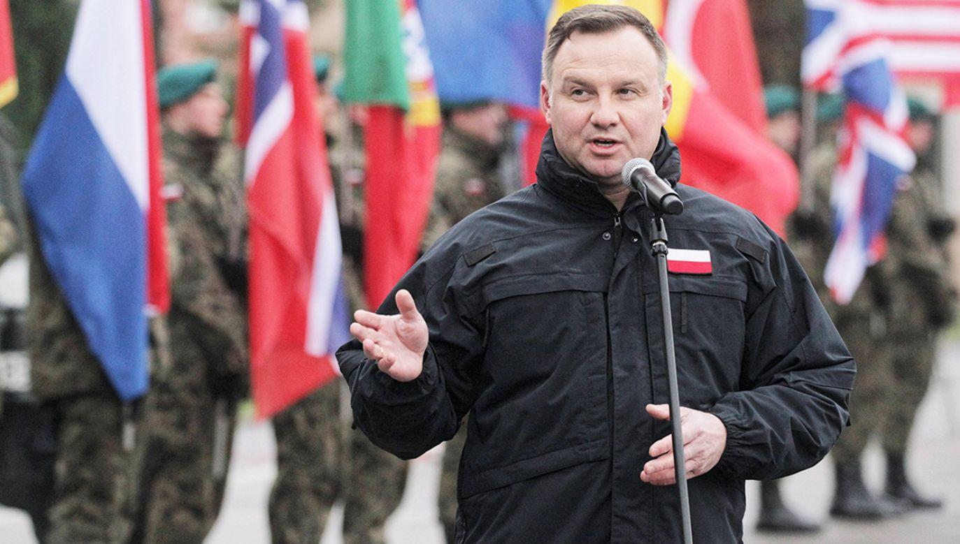 To wizyta wśród żołnierzy wchodzących w skład wielonarodowej brygady (fot. arch.PAP/Tomasz Waszczuk)