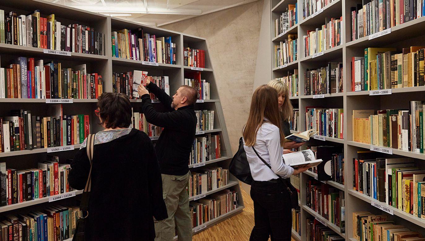 Najchętniej czytanymi pozycjami książkowymi były te autorstwa Kinga i Sienkiewicza (fot. arch. PAP/Adam Warżawa)